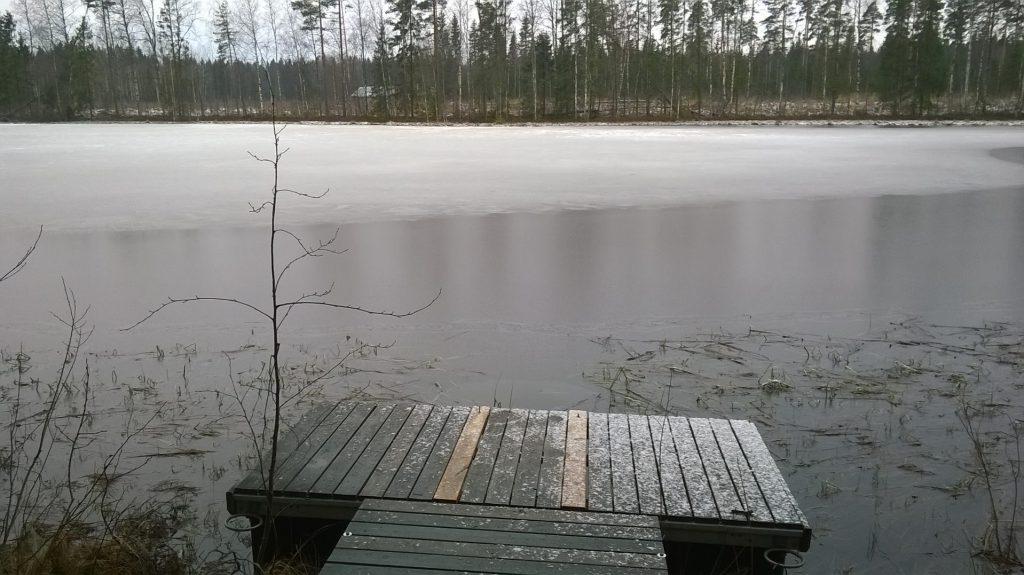 Der blev selvfølgelig også tændt op i saunaen. Dette var broen lige uden for. Der var nogle der var en tur i vandet, men ikke mig.